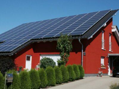Photovoltaik-Anlage auf einem Hausdach