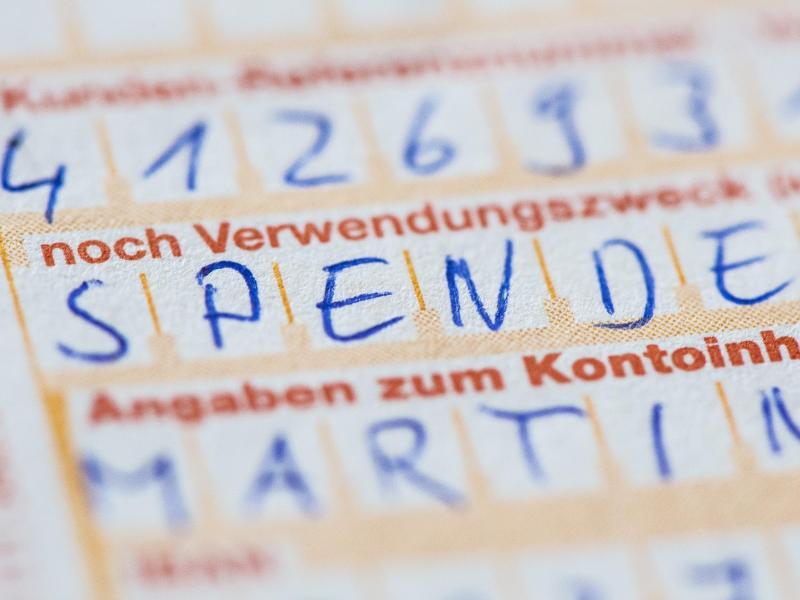 Überweisungsformular mit der Aufschrift Spende