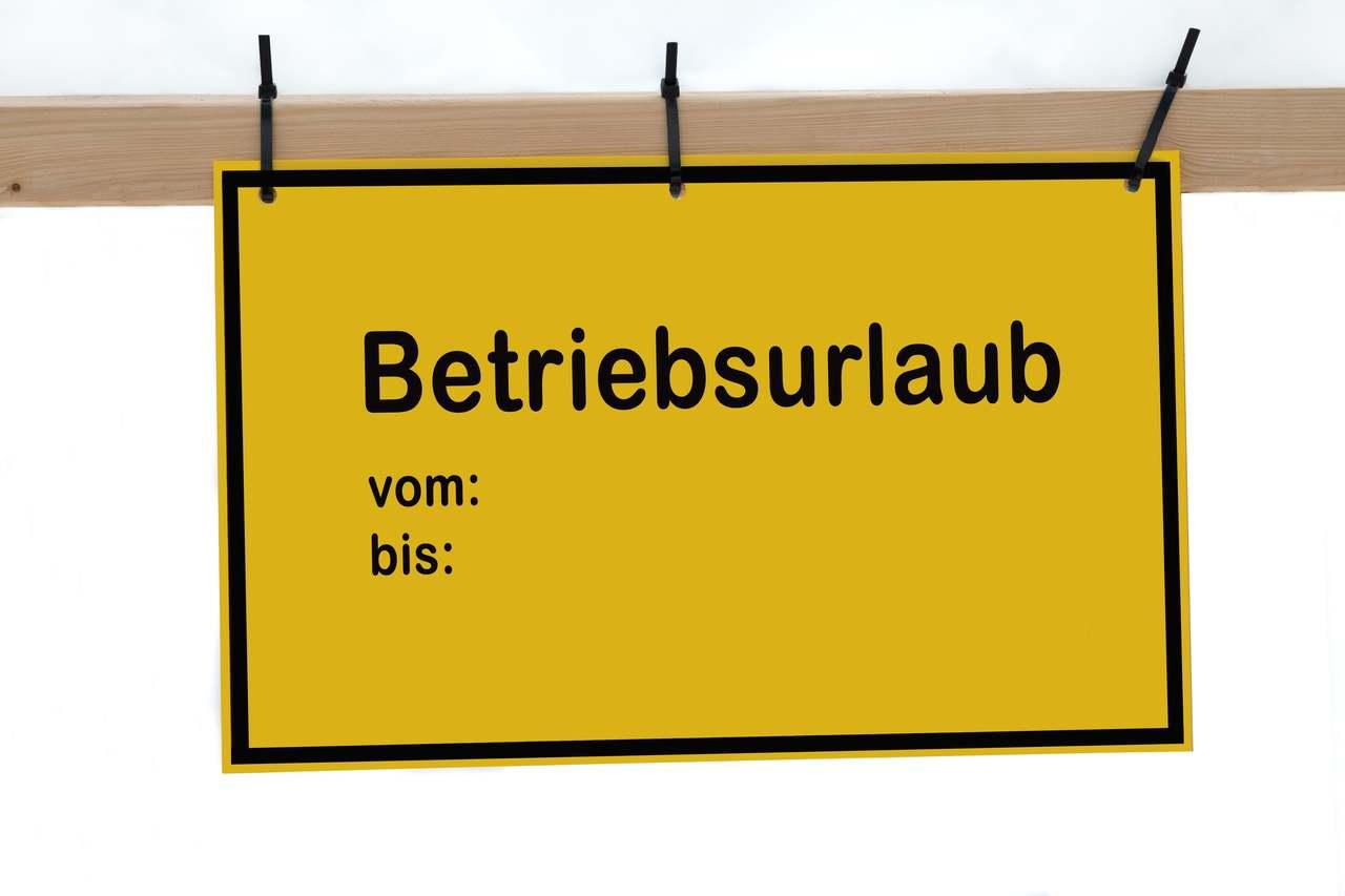 Schild mit der Aufschrift Betriebsurlaub