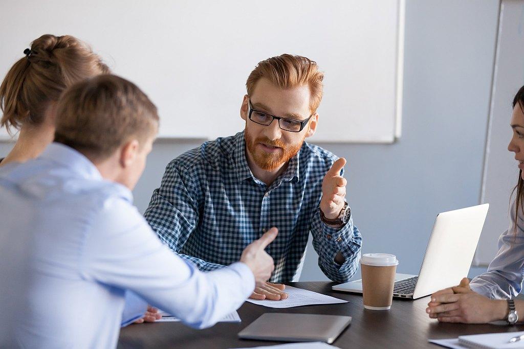 Mitarbeiter bei einer Diskussion