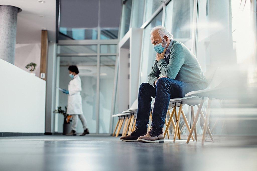 Mann im Wartezimmer