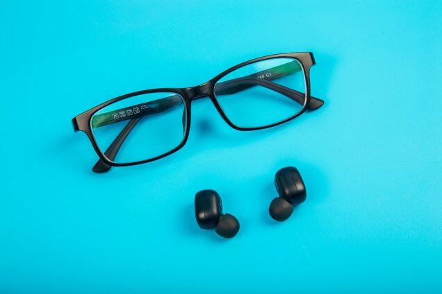 Brille und Hörgerät